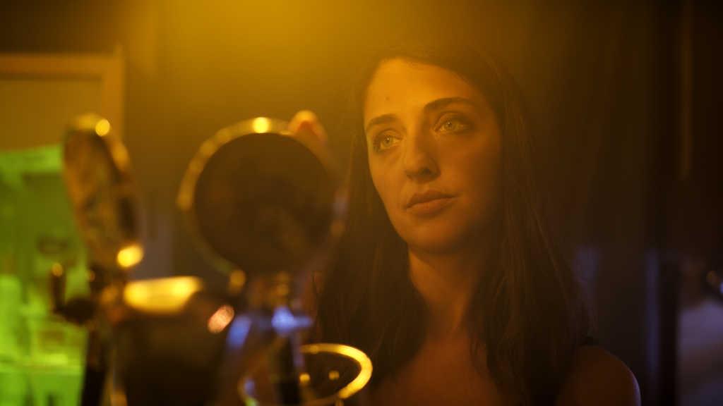 «L'ultimo piano», Caporiccio ci racconta il film sulla «difficoltà di sentirsi parte di qualcosa»