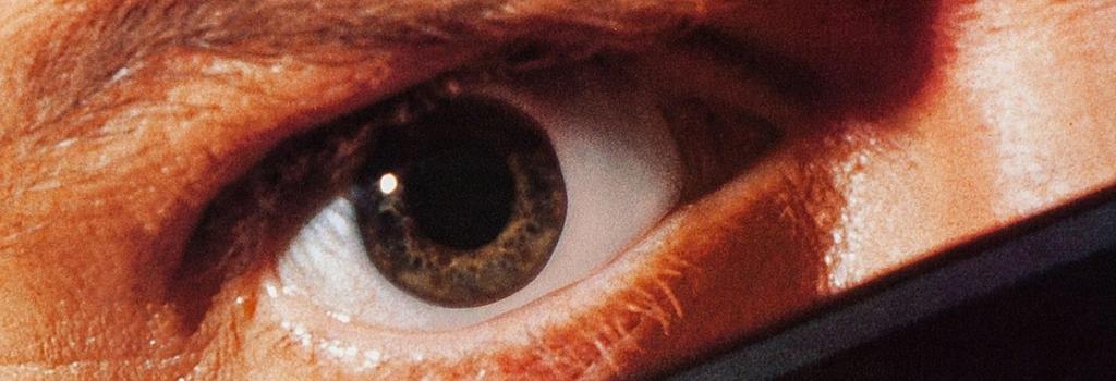 Perché rivedere «Essi Vivono» al tempo del complottismo e della sorveglianza digitale